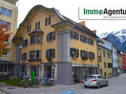 Traditionelles Geschäftshaus/ Geschäftslokal mit eigener Passage und Lagerräume