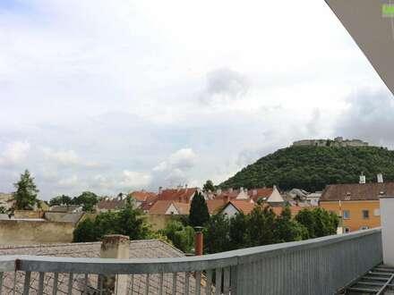 Herrliches Dachgeschoss mit Ausblick im Ärzte- und Bürozentrum Hainburg! Unbefristete Mietordination mit Kundenparkplätzen!