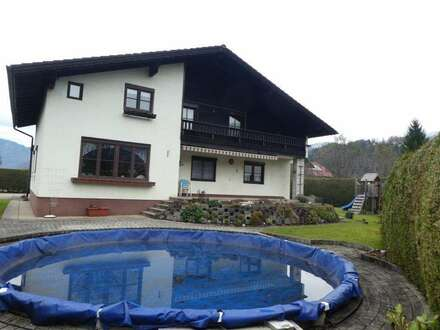 Großes schönes Wohnhaus mit Pool