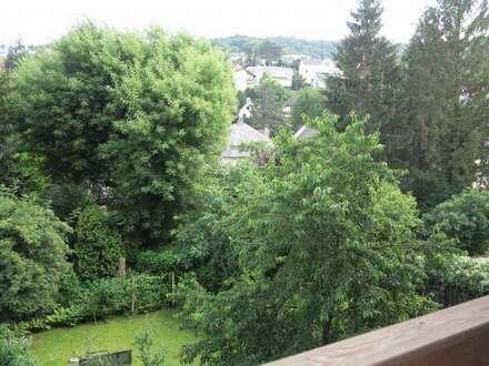 Zentral wohnen mit eigenem Gartenanteil und Südbalkon!