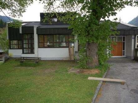 Geschäfts-/Bürogebäude in Bad Bleiberg