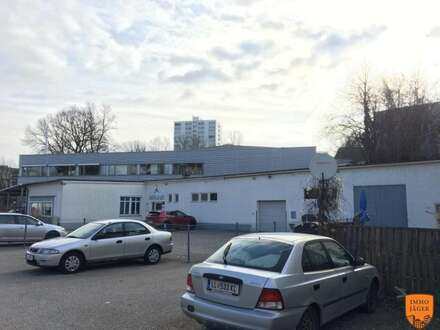 Stand-Alone Betriebsobjekt mir Parkplätzen an der Grenze zu Linz