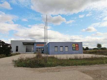 Modernes Büro mit großem Lagertrakt, hoher Halle, ausreichend Parkplätzen