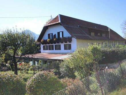 Landgasthof mit Nebengebäuden im Kärntner Gailtal