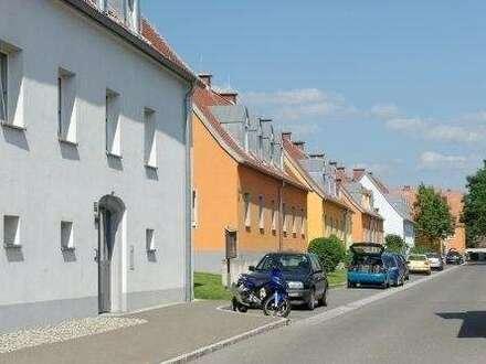 Provisionsfrei: Schöne 2 Zimmer-Erdgeschosswohnung mit Garten - in herrlicher, sonniger Grünlage