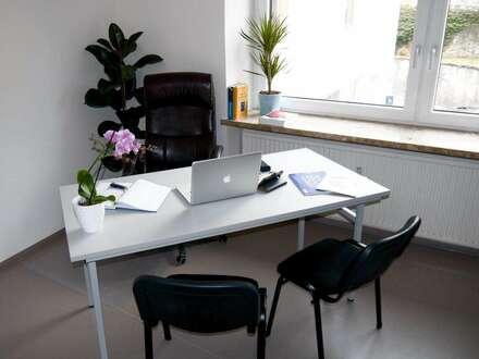 Raum in Gemeinschaftsbüro zu vermieten.