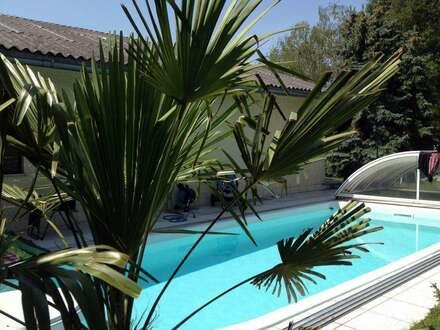 Einfamilienhaus mit Pool und großem Garten