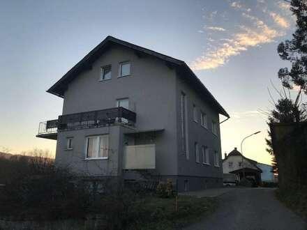 Gepflegtes Einfamilienhaus mit drei Wohneinheiten mit großem Garten