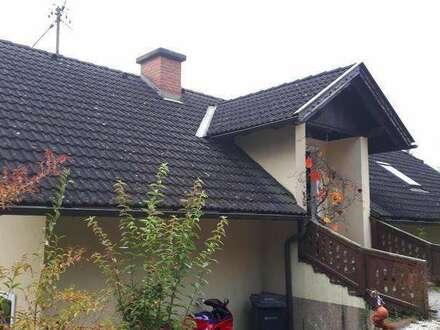 Glanegg-WOHNHAUS mit 2 getrennten Wohnungen u.VIEL B-Grund plus kl. Stallgebäude