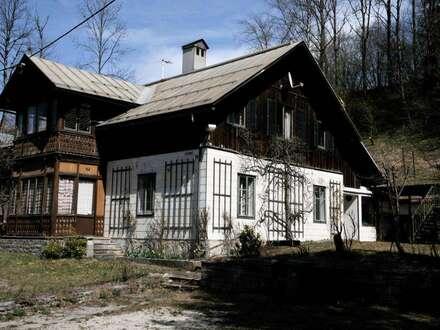 Renovierungsbedürftiges Einfamilienhaus mit 2 Nebengebäuden