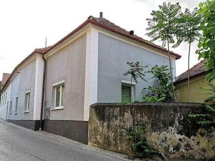 RESERVIERT! Geräumiges Ein/Zweifamilienhaus in TOP Lage mit Donaublick