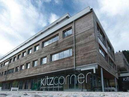 Büro in nachhaltigem Vollholzgebäude mit Balkon