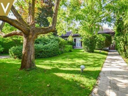 Idyllische Villa mit wunderschönem Garten und Indoorpool // Idyllic Villa with wonderful Garden and indoorpool //