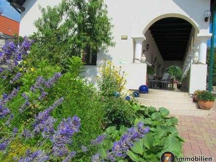 Stimmungsvolles Arkadenhaus mit romantischem Garten