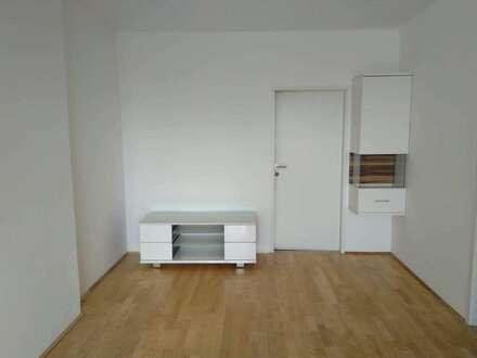 Helle Wohnung mit Balkon und bester Anbindung