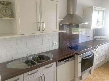 Wohlkonfigurierte und geräumige Familien-/WG-Wohnung in angenehmer Lage, renoviert und bezugsfertig