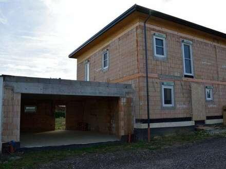 Preiswerter Doppelhaus-Rohbau mit Alpenblick in Niedrigenergieausführung