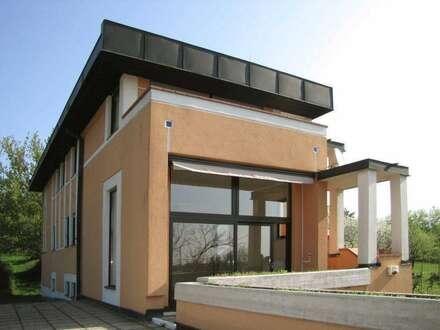 Die Villa im Weingarten mit Panoramablick