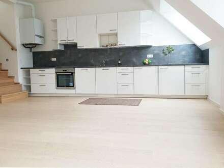 Wunderschöne DG Wohnung mit 59 m² Terrasse und kompletter Küche, Erstbezug