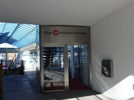 Bürogebäude + Lokal mit sehr guter Verkehrsanbindung