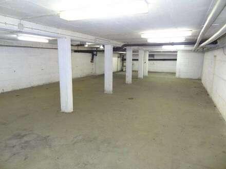 Attraktive Lager-, Garagen und Autoabstellflächen in parkraumbewirtschafteter Zone