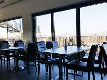 Betriebsfertiges Restaurant/Bar mit großer Terrasse in bester Frequenzlage beim Bahnhof Deutsch-Wagram