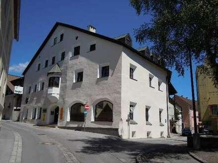 Imst: Günstige, sonnige und helle Altbauwohnung, zentrale Lage, 96 qm, Küche plus 3 Zimmer