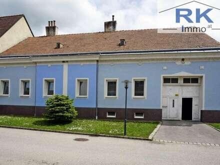 Gepflegtes Mehrfamilienhaus mit Garage und großen Innenhof