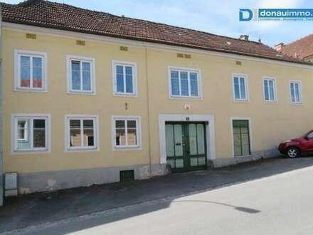 3812 Gr. Siegharts: Großes Wohnhaus mit Garten