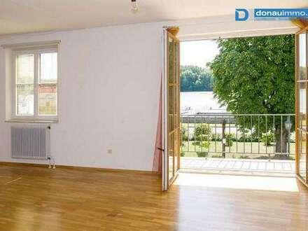 ***Sehr helle, großzügig angelegte, zentral begehbare 5 Zimmer Mietwohnung in Steiner Altstadt***