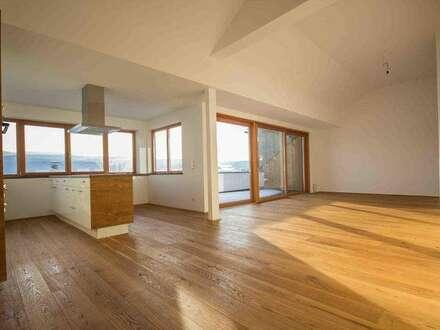Sonnige 3 Zi. Wohnung mit Atterseeblick - außergewöhnliche Raumhöhe