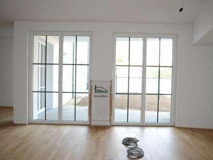 RIESEN 4 Zimmer + 2 Badezimmer + überdachte Terrasse + Gartenfläche + 1 PKW-Abstellplatz! bereits Bezugsfertig! PROVISIONSFREI!