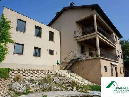 großes Wohnhaus, teilweise renovierungsbedürftig mit Einliegerwohnung und traumhafem Fernblick, in Toplage