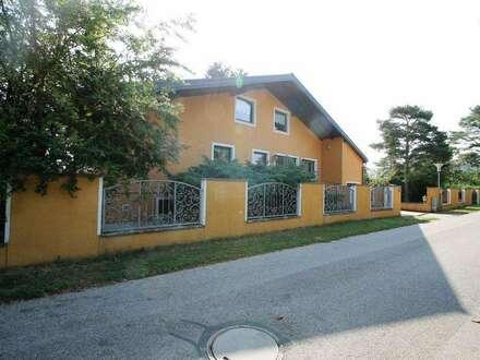 - 1300m² Garten - Wunderschönes Haus - 320m² Wohnfläche -