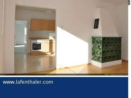 Besondere Miet-AUSSICHTS-Wohnung -sonnig, großzügig und zentral, mit KACHELOFEN