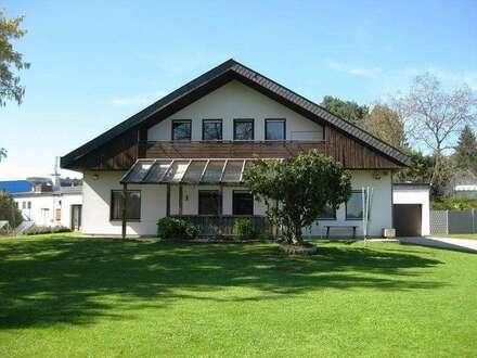 Geräumiges Wohnhaus mit großem Grundstück
