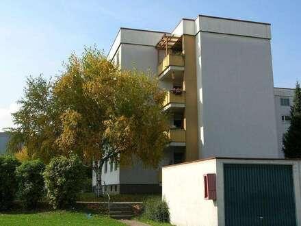 sonnige geräumige Familienwohnung im 1. OG mit Lift, 3 Zimmer mit Balkon