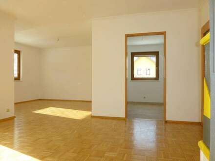 helle, freundliche 3-Zi-Eigentumswohnung mit Balkon und TG-Platz