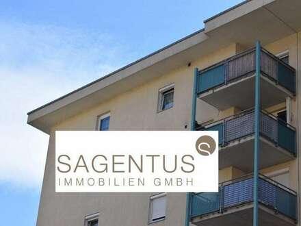 Schöne Dachgeschosswohnung, 2 Zimmer mit großem Balkon in Neu-Rum