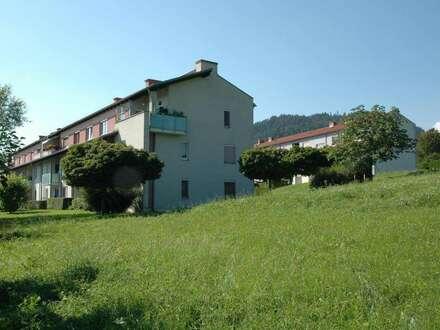 Top-Wohnqualität am Sonnenweg: Südseitige 89m² Whg. mit Balkon mit herrlicher Aussicht & Carport - provisionsfrei!