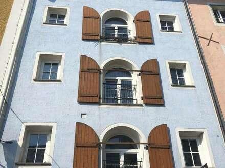 2-Zimmer-Wohnung mit großzügiger, angeschlossener Gewerbefläche!