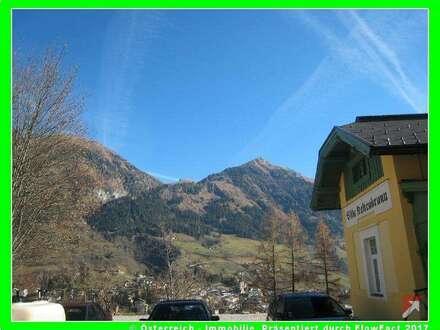 ausgebauter Bahnhof, 2 Wohnungen, Panoramasicht + 6.000 qm Grund bei Bad Gastein - 1728