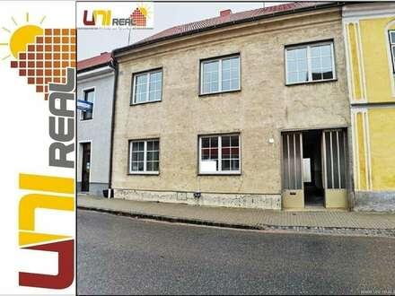 - UNI-Real - Haus mit Nebengebäude