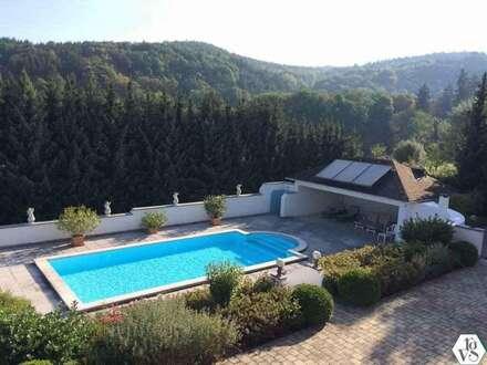 Herrliche Landhausvilla im Grünen mit Swimming pool