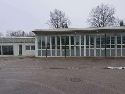 Große Halle beheizbar mit Büroflächen in Regau!