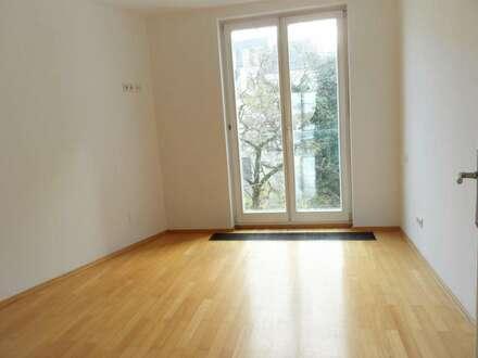 ZENTRALE LAGE : Singel Garconnaire: En-Zimmer (neu saniert) im 4en Liftstock mit Dachterrasse ***** neben der Karlskirche…