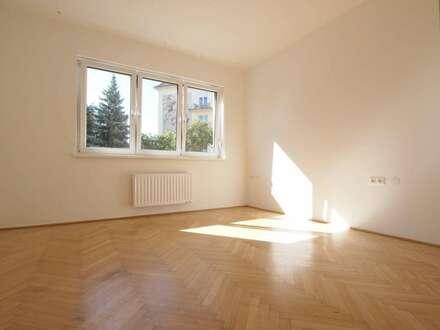 Perfekte Wohnung nähe Innenstadt - komplett renoviert, 4 Zimmer, Küche, Parkplatz