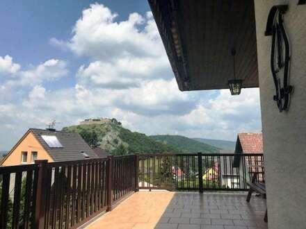 Hainburger Aussichtslage mit Schloßbergblick! Sehr gepflegtes Einfamilienhaus! Vollunterkellert mit Garage und Gartenraum!