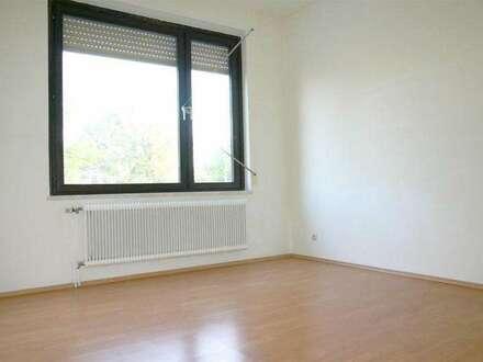 VÖSLAU, Gaifarn: 2-Zimmer, offene Küche mit 62m² + Garten-Nutzung (durch das Haus begehbar)