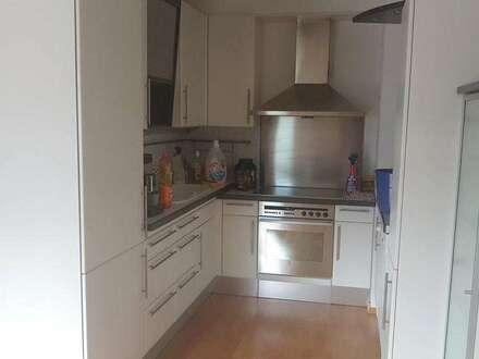 Hall – Schönegg 3 Zimmer Wohnung in guter Wohnlage, sonniger Balkon + Tiefgaragenplatz
